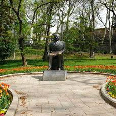Türkiye'nin ilk Atatürk Anıtı