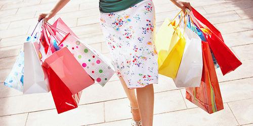 alışveriş yapan kadın